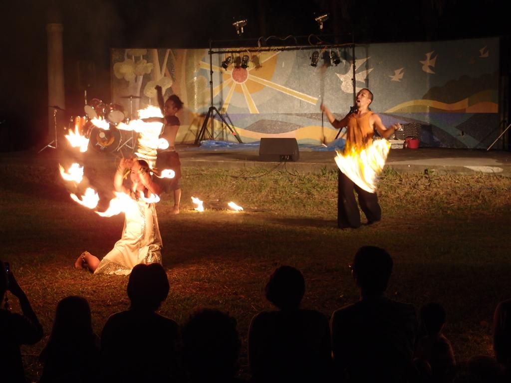 前夜祭を締めくくったファイヤーダンス