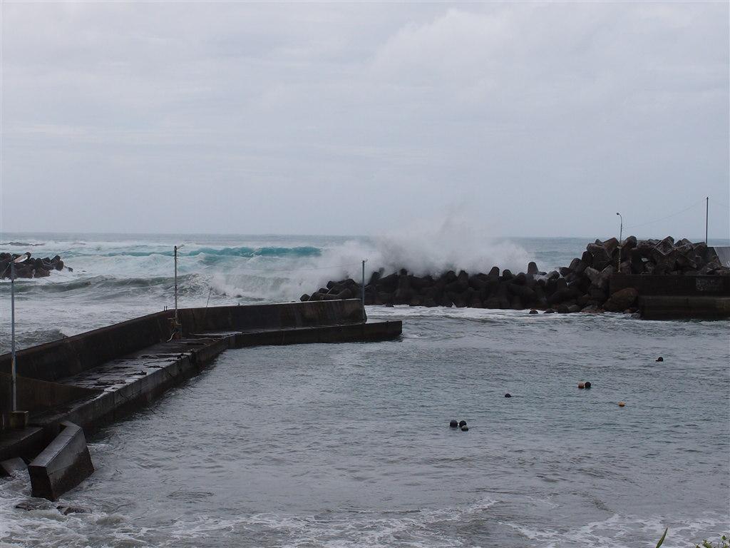 台風15号接近中の中浜漁港